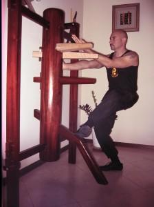 Sandro Cea al manichino di legno